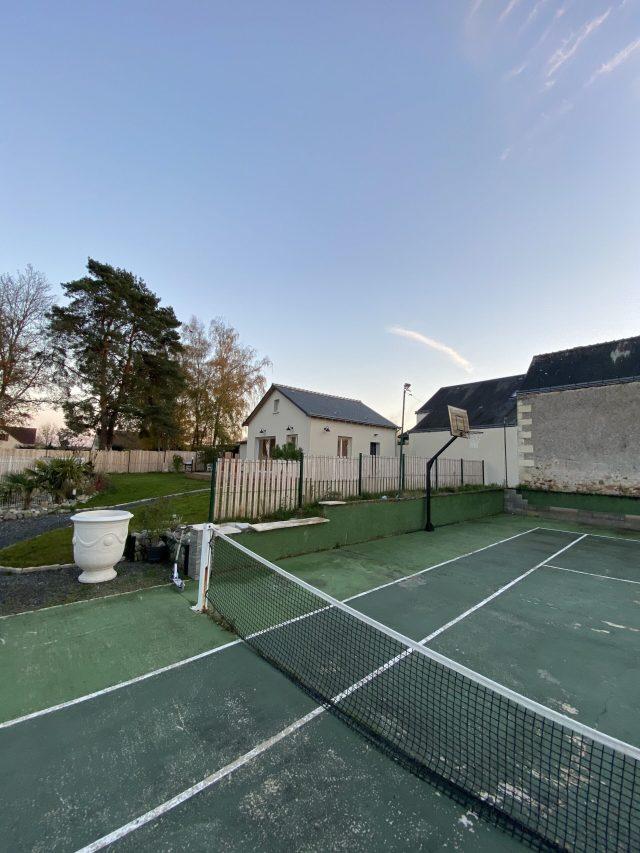 Gîte avec terrain de tennis