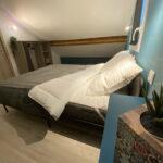 Gite chambre moderne à l'étage lit 160x200